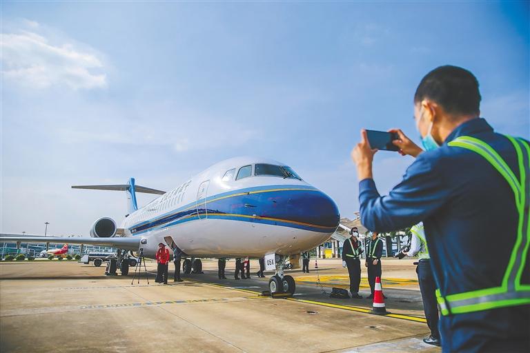 海南边研究边探索边推进飞机租赁业务,助力形成新的经济增长点图片