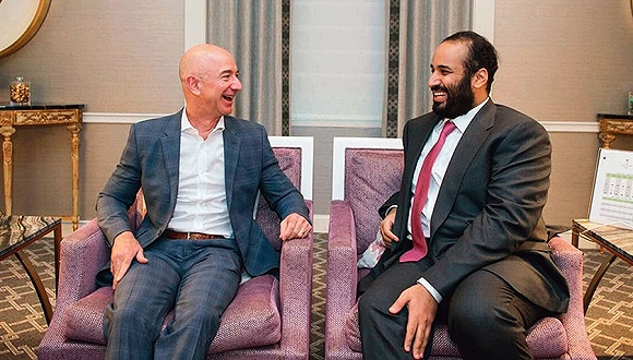 2018年3月,沙特王储穆罕默德访问美国,贝索斯曾与他会面。图片来源:沙特通讯社