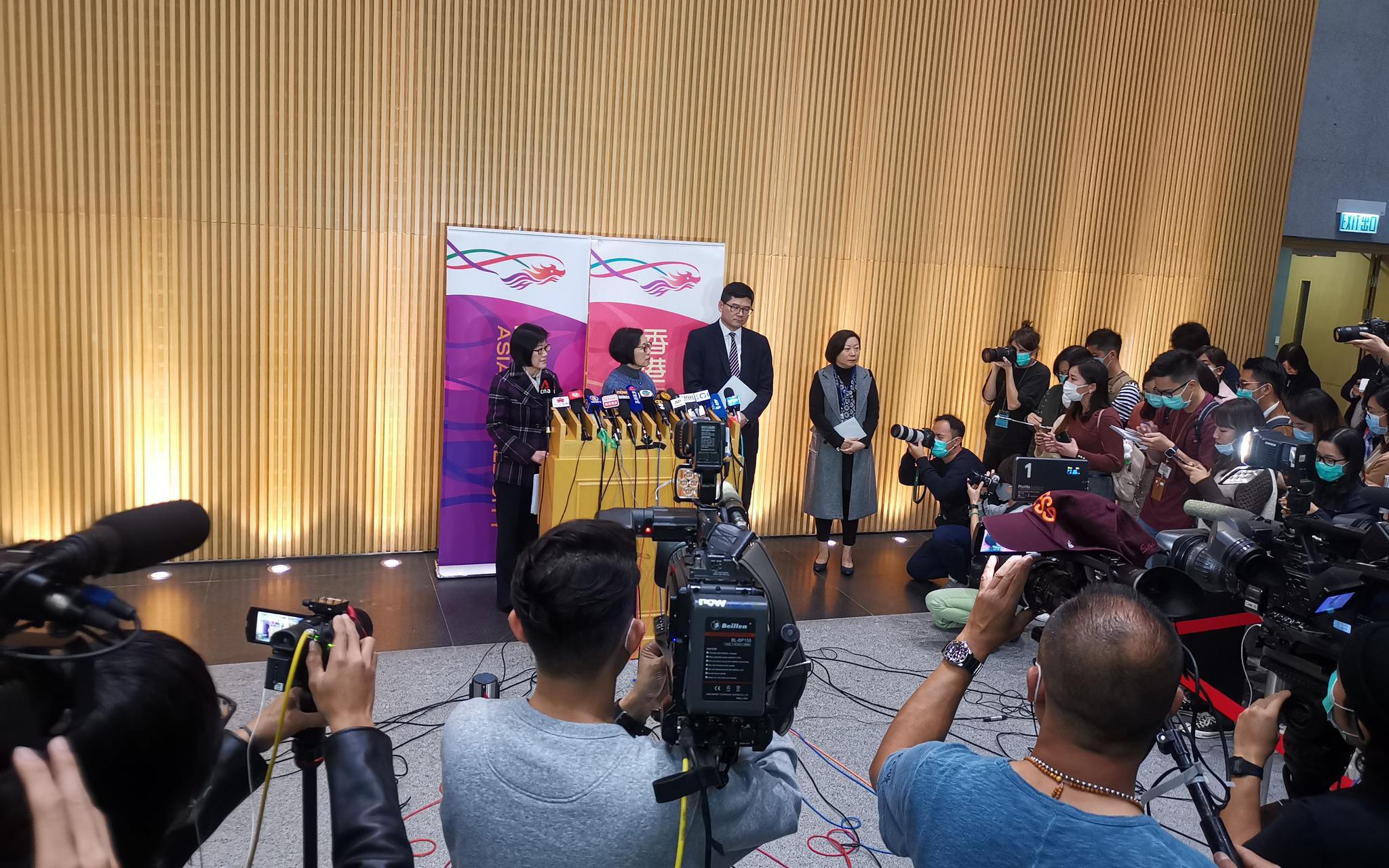 1月22日晚,香港召开新闻发布会介绍香港首宗高度怀疑新型冠状病毒感染个案情况。新京报记者 李玉坤 摄