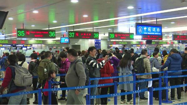 春节,我为祖国守国门:走近奋战在浦东国际机场口岸的移民管理警察