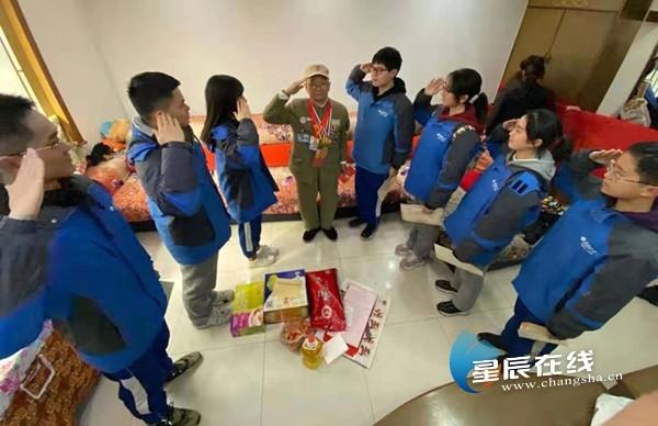 连续六年送上慰问与祝福 湖南师大附中学子致敬抗战老兵