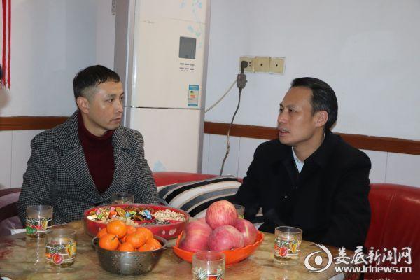 尹华凯到新化慰问因公牺牲的驻村帮扶干部曾红梅家属