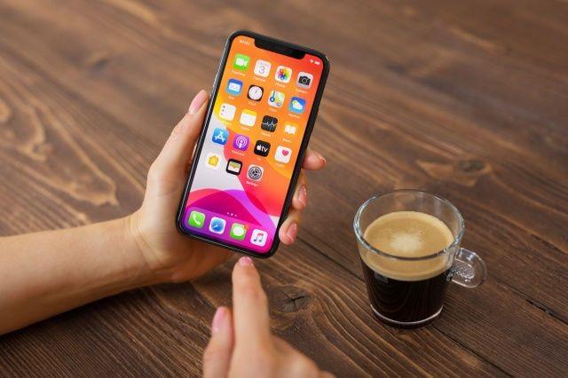 工信部:10 月手机产量同比下降 10.7%,笔记本电脑产量同比增长 50.2%。