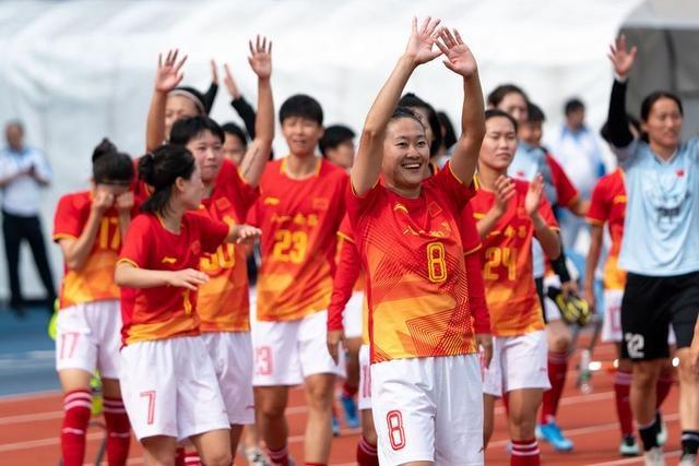 """""""每一次大赛都当作最后一次去拼""""——专访中国女足队长吴海燕"""