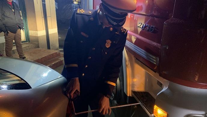 春节前夕消防部门开展专项夜查,发现并整改堵塞、占用消防通道等违法行为222处图片