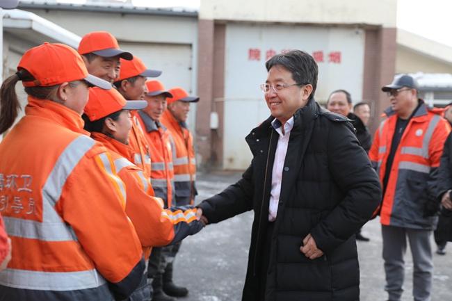 长春市净月高新区管委会主任曲国辉走访慰问环卫工人