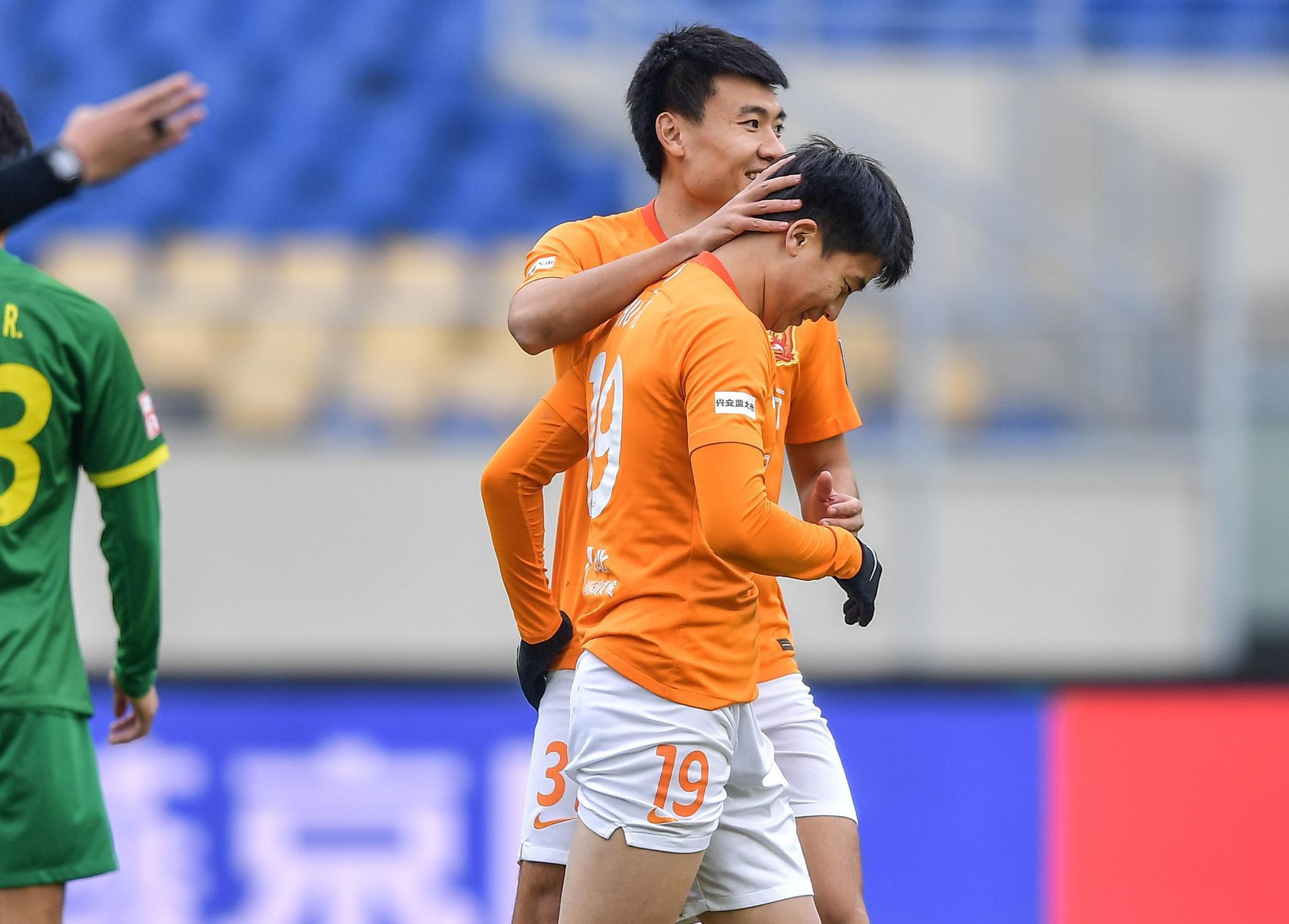 半场:胡靖航传射董学升破门,国安0-3卓尔