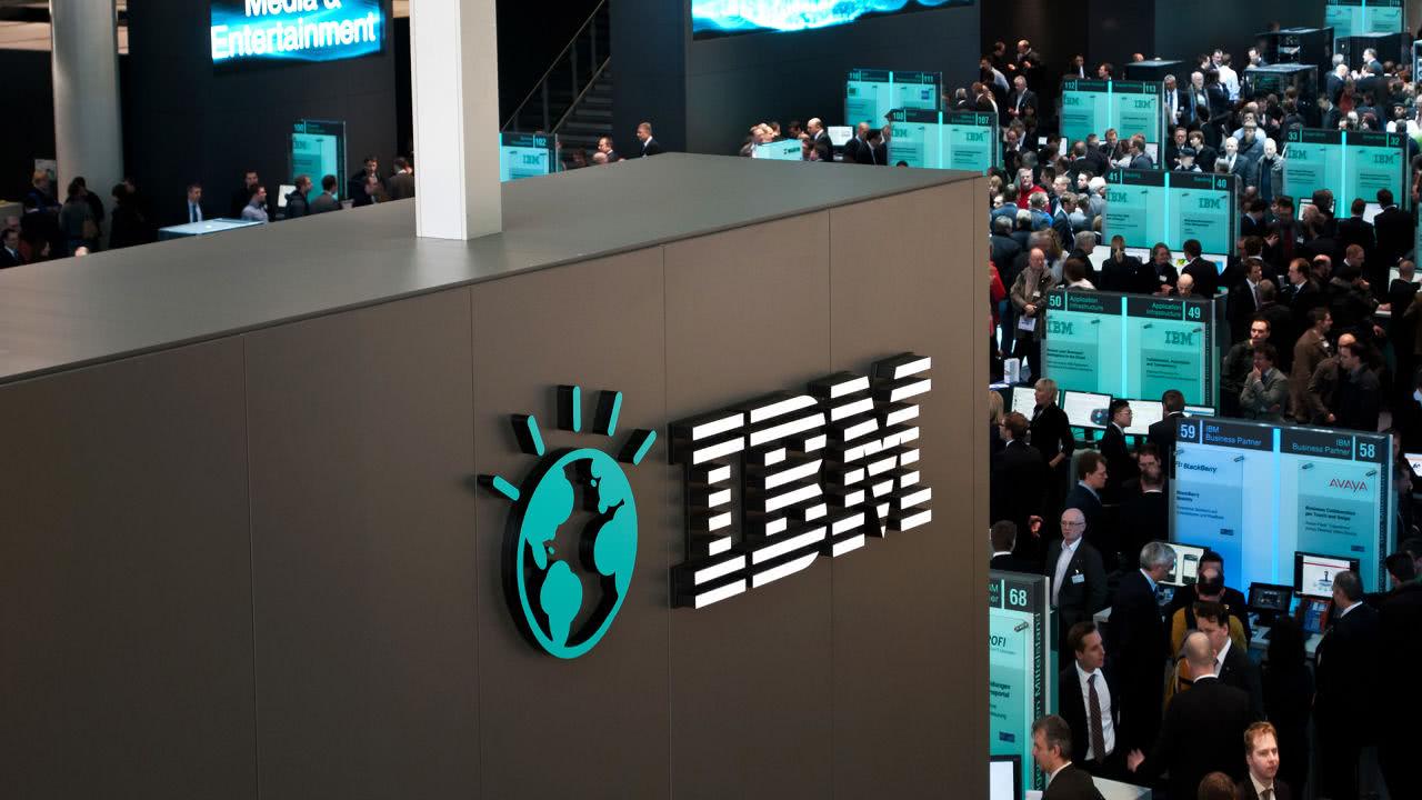 IBM盘前大涨近5%,云业务推动其营收六个季度来首次实现增长