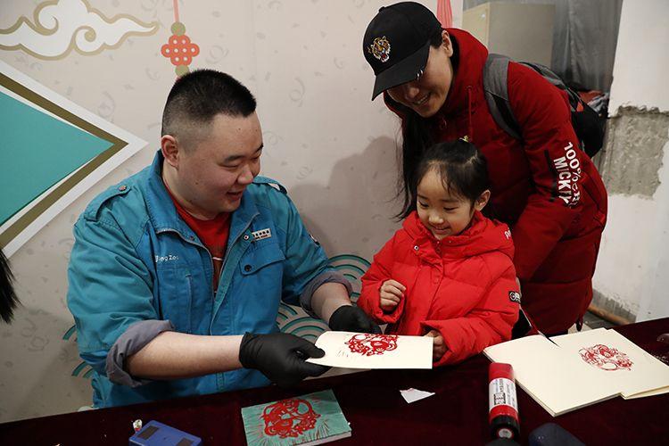北京动物园举行生肖非遗活动 年三十将首推鼠年纪念联票图片