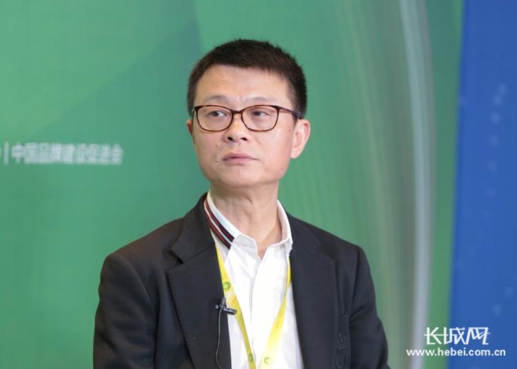 杨建国:加大药剂师配备力度 增强健康知识宣传广度