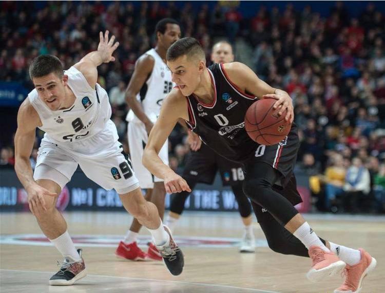 立陶宛球员戴维达斯-西尔维迪斯与活塞达成三年合同协议