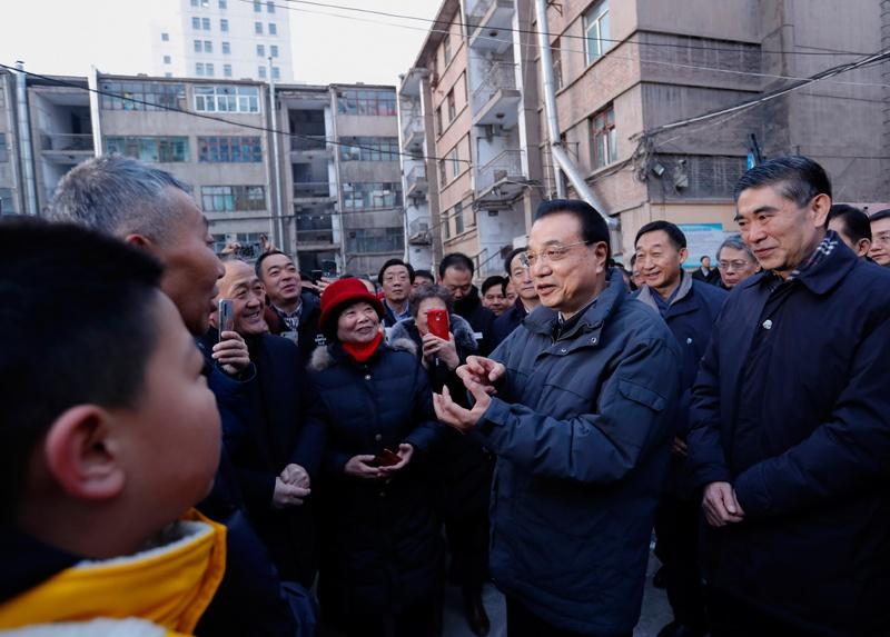 李克强春节前考察西宁老旧小区:大规模改进老小区图片