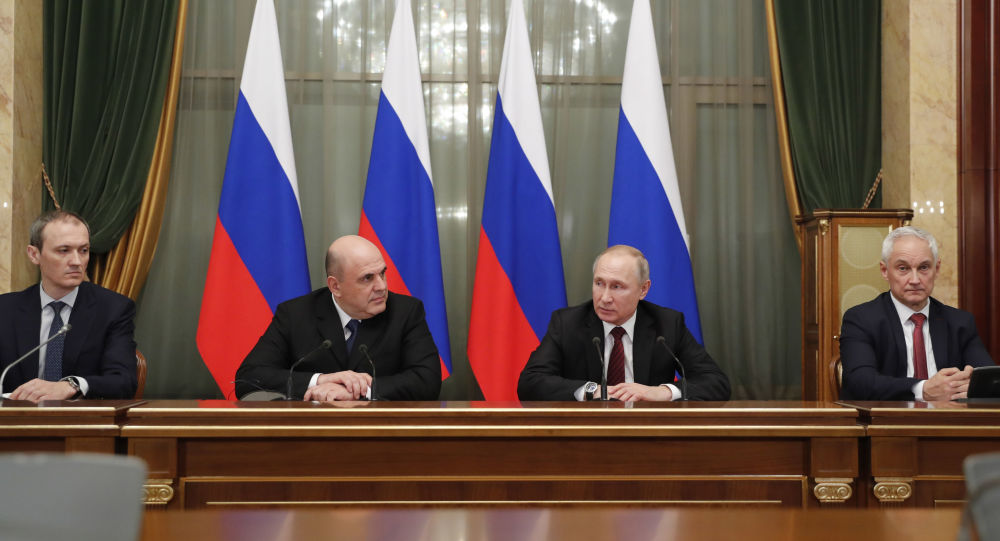 21日,俄罗斯总统普京签署新政府内阁成员的命令。(图源:俄罗斯卫星通讯社)