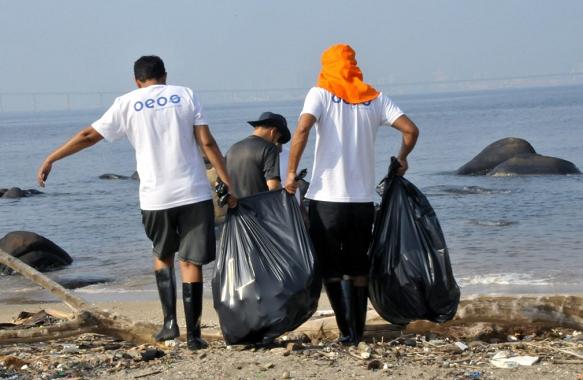 巴西志愿者清理20多吨瓜纳巴拉湾垃圾