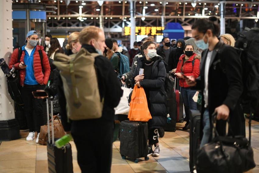 英国伦敦封锁近30万人逃离 英卫生大臣:不负责任