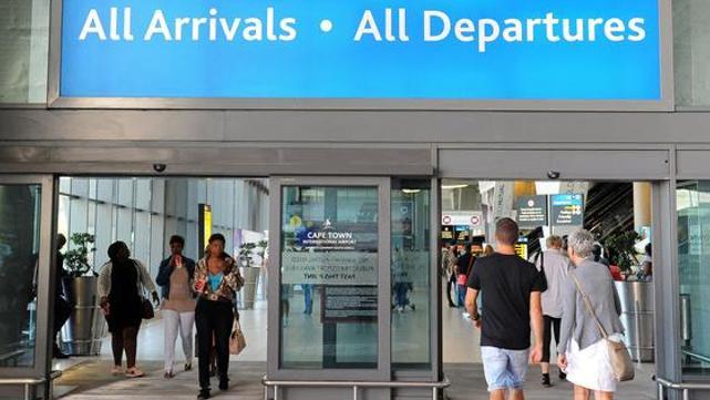 南非出现变异病毒后 多国禁止来自南非航班入境