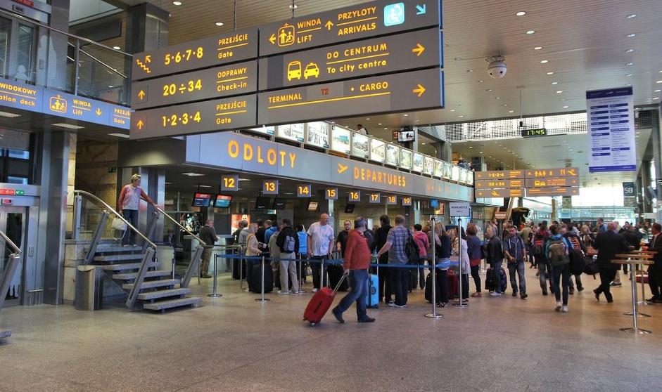 波兰政府宣布:12月22日起禁止英国航班入境