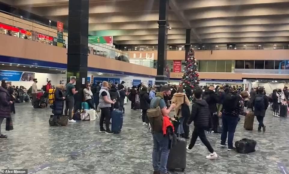 """30万人""""逃离""""伦敦?当地留学生报平安:这里未断粮"""
