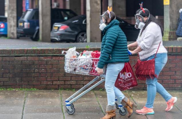 英国现恐慌抢购潮:有人持刀和羊腿威胁超市保安