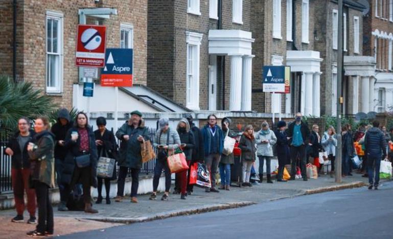 至少30国日增确诊超千例 英国多地现恐慌抢购潮