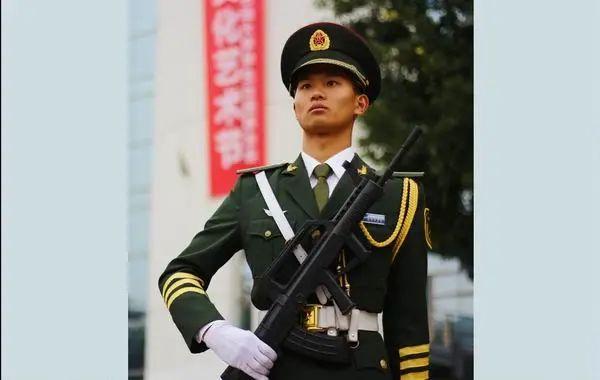 【迎接党代会·代表风采】我与国旗的约定—新材院学生蔡靖轩的故事图片