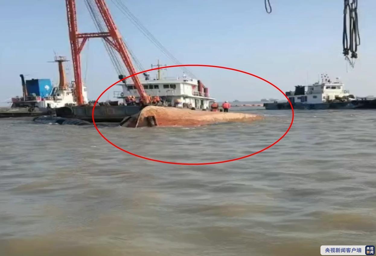 江苏一工程船翻扣致2人死亡1人失踪 搜救工作仍在进行中图片