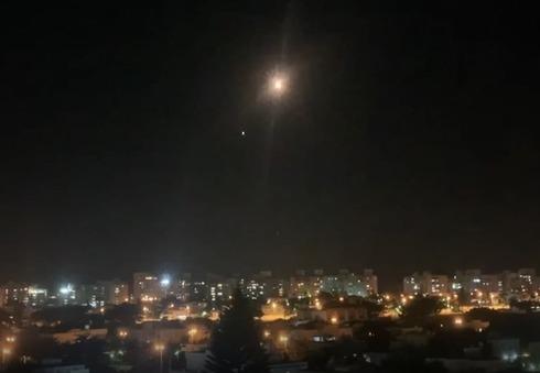 两枚火箭弹从巴勒斯坦加沙地带射向以色列南部