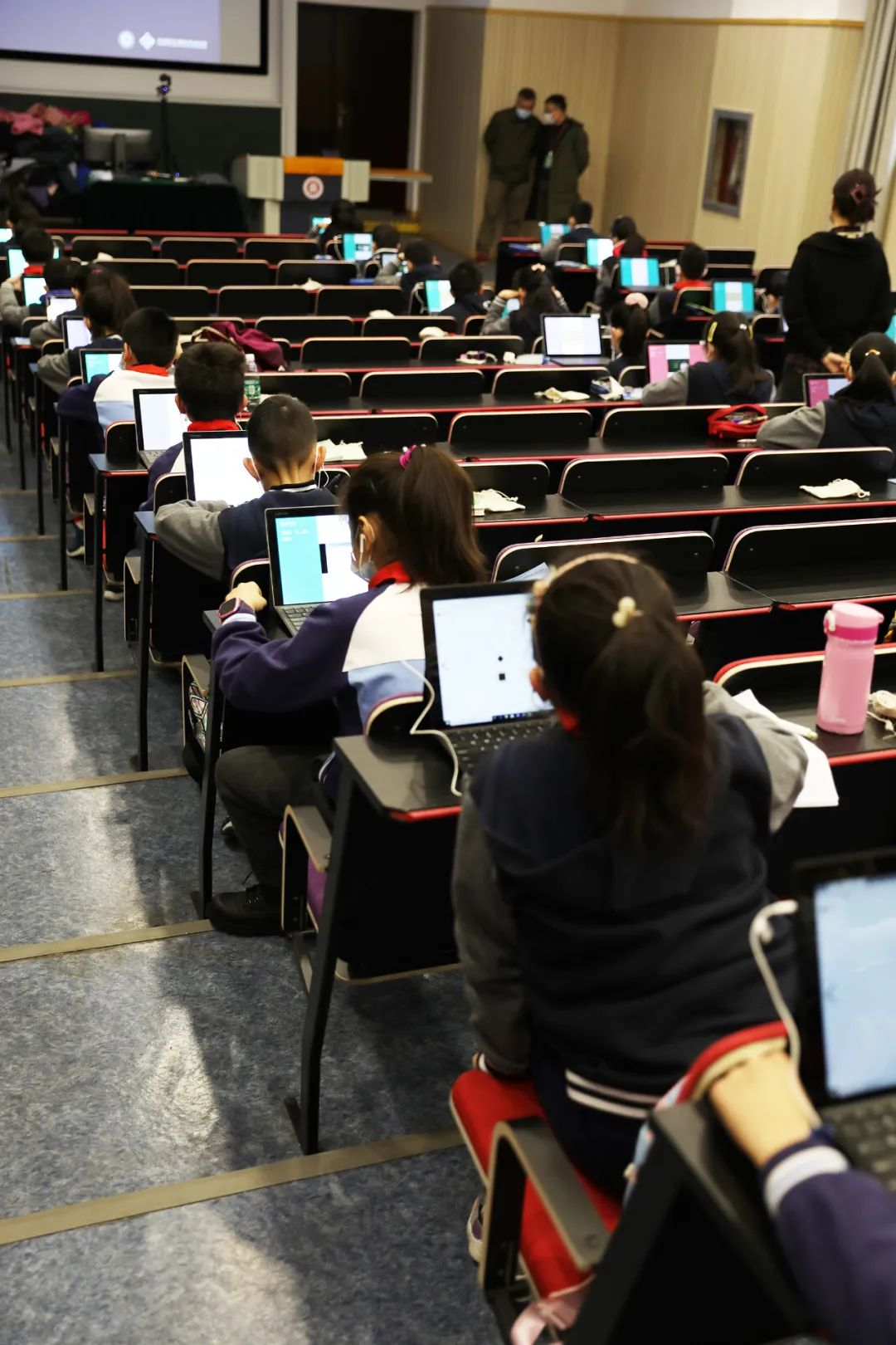 """华东师大成立上海智能教育研究院!""""快乐机器人""""""""写作辅导机器人""""研发中图片"""