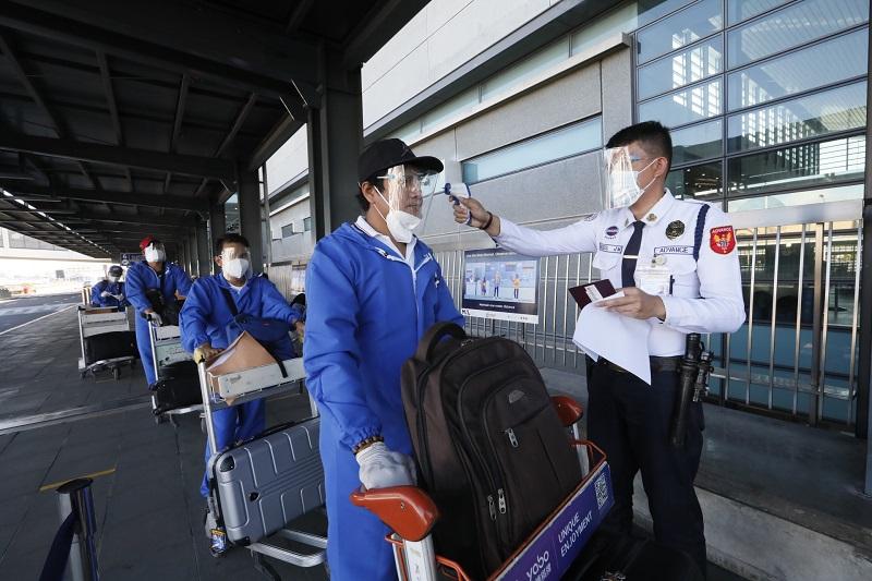 菲律宾将继续暂停所有来自英国的航班 为期14天
