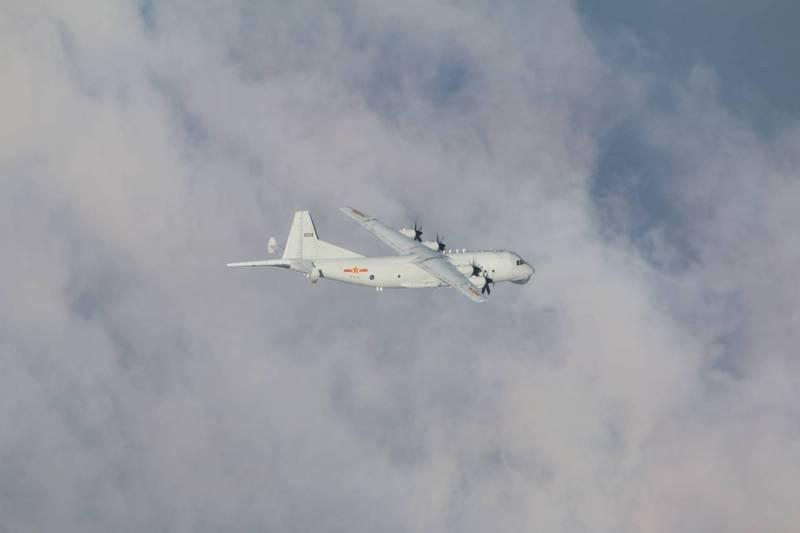台防务部门证实:一架解放军运-8反潜机今日进入台西南空域图片