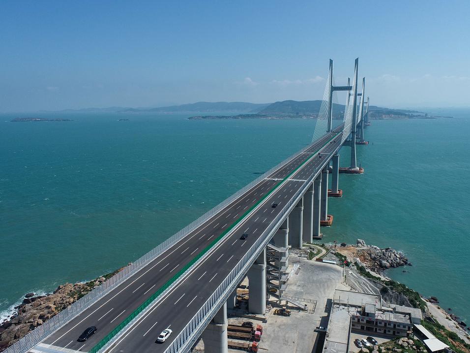 建桥禁区中的奇迹,世界最长公铁两用跨海大桥全面通车图片