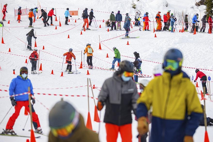 一听要在瑞士隔离10天,数百英国游客摸黑跑了