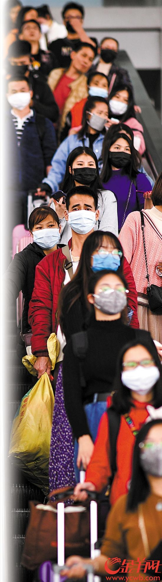 广州南站旅客多数戴上口罩 记者 周巍 摄