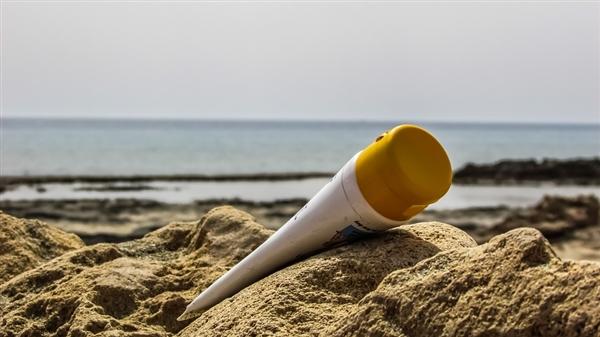 FDA研究:涂一次防晒霜7种化学物质进血液 但不能放弃防晒