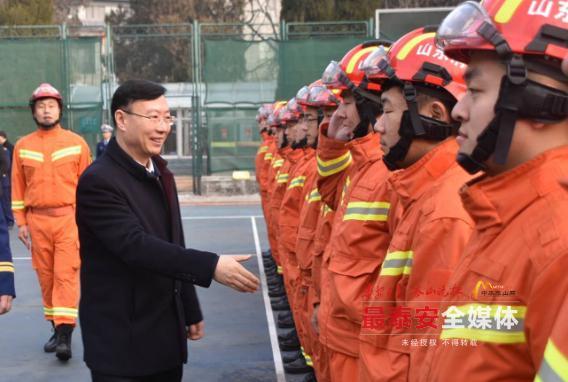 张涛带队检查春节安全生产、市场供应工作时强调:确保人民群众过一个平安祥和的春节