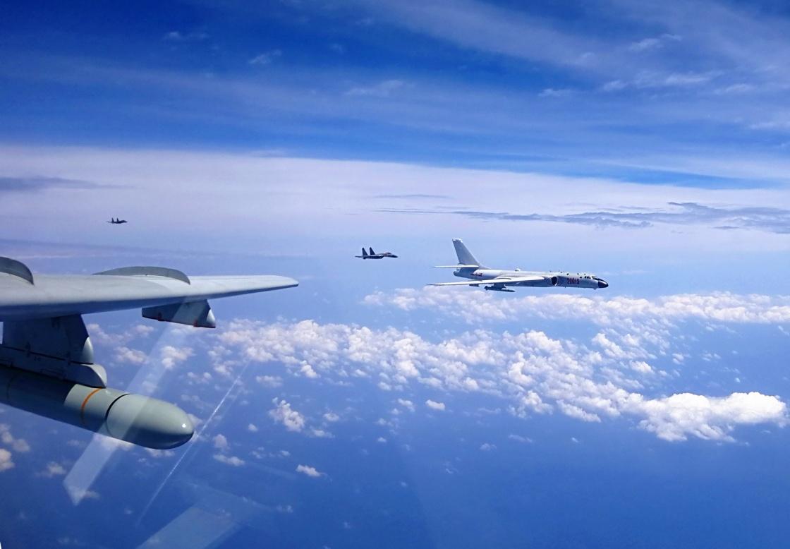 台军:解放军轰6等战机编队飞越台湾南部巴士海峡