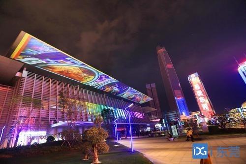春节假期期间市民服务中心南广场放映多媒体视觉秀
