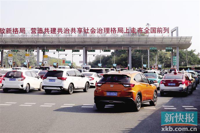 ■免高速路费期间,往往容易出现塞车情况。新快报记者 毕志毅/摄(资料照片)