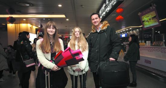 国际熊猫小记者家庭抵蓉共度中国年