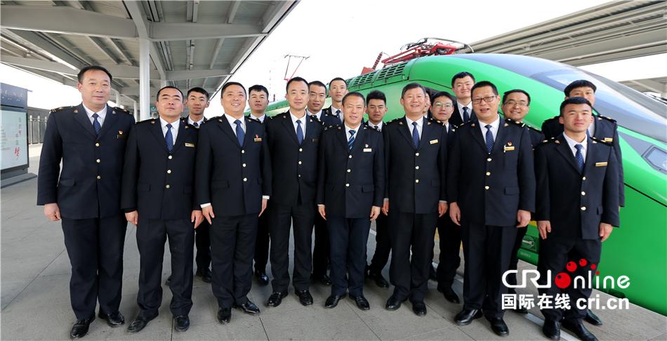 """【新春走基层】新疆铁路""""复兴号""""车队的第一个春运"""