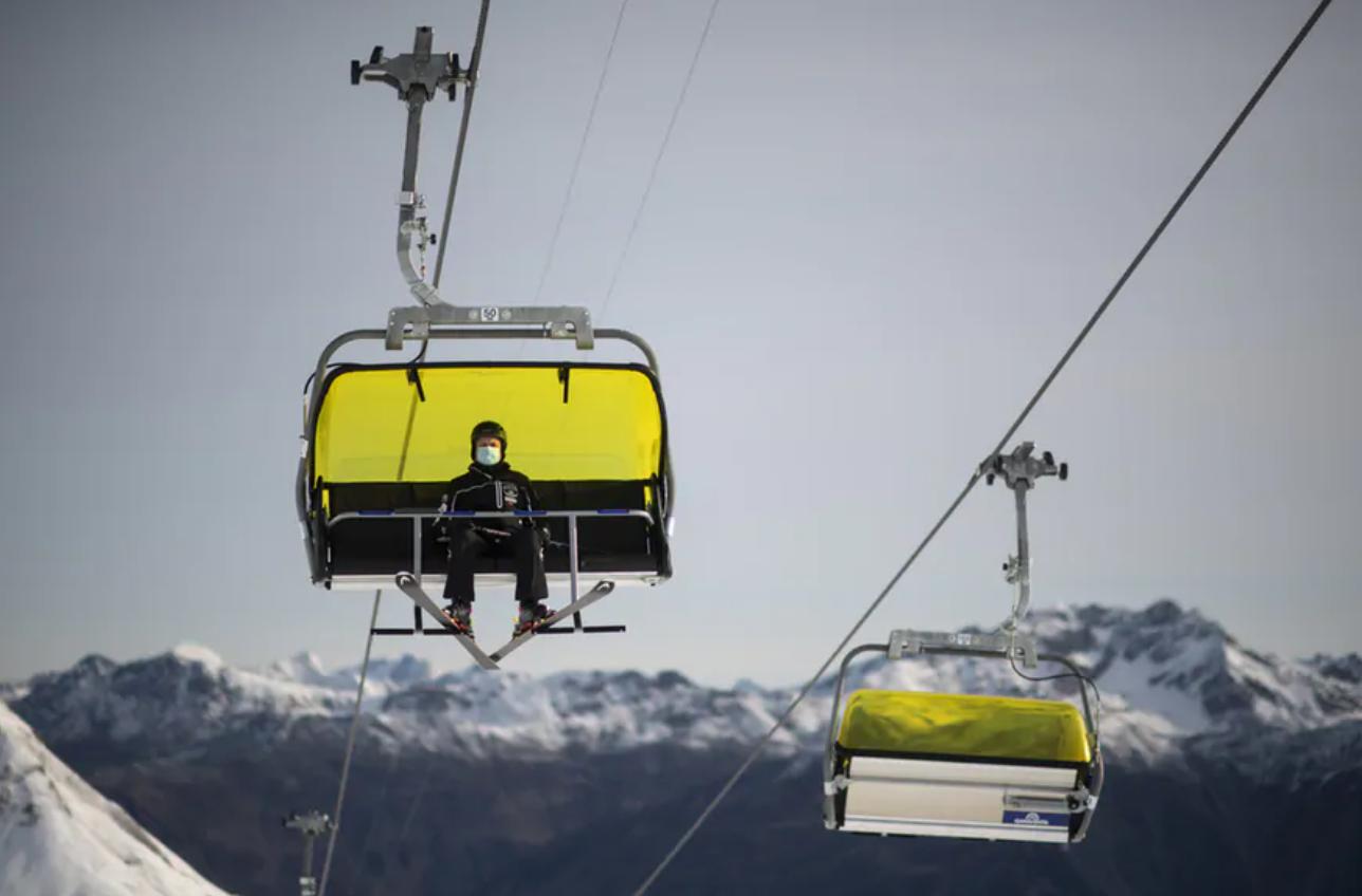 瑞士警方正在调查12起英国游客逃避隔离案件