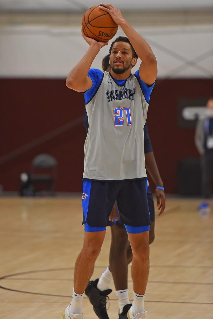 NBA官方祝安德烈-罗伯森29岁生日快乐