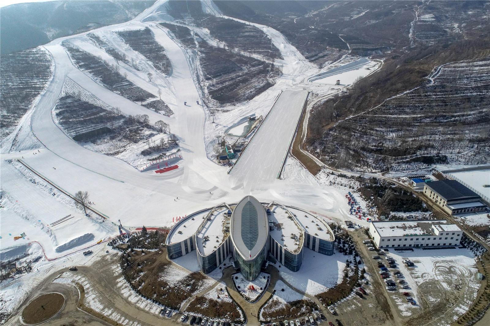 【网络述年】享受冰雪运动,体验速度与激情!这个春节泾源喊你去滑雪