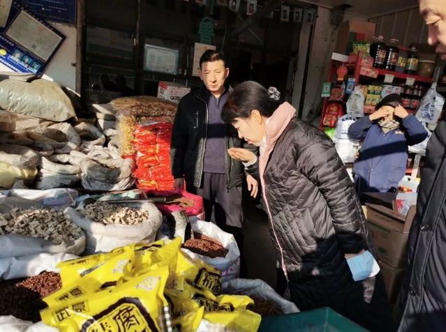 王莉霞暗访我市农贸市场便民市场时强调 提升行业标准化规范化程度 为群众提供放心舒适的购物环境
