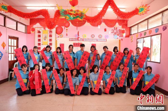 """""""回家过个中国年"""" :留学生让春节成为""""一带一路""""上的""""新时尚"""""""