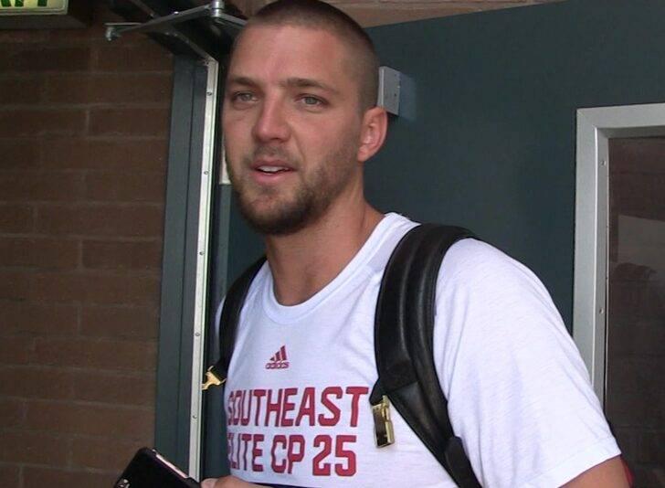 帕森斯离开老鹰队 返回加州接受治疗