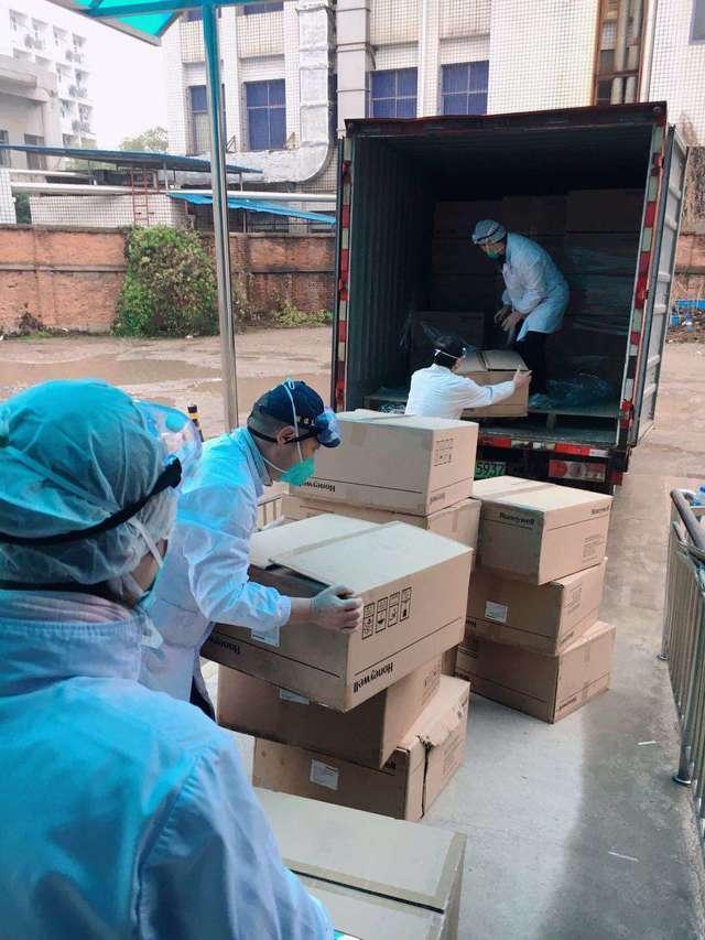 京东、阿里支援防护 首批口罩防护服送达武汉医院