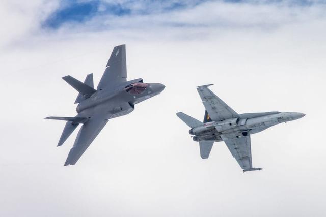 大洋彼岸传来坏消息,美军又一F35C舰载机中队换装,歼15迎来劲敌