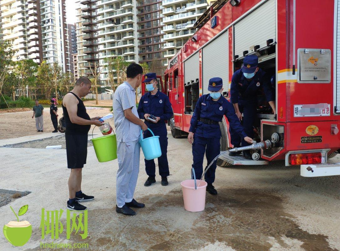 保亭消防大队送水助小区居民度过祥和春节