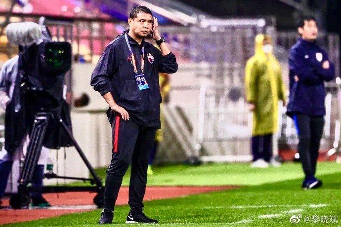 记者:深足助教张效瑞或迎新挑战,担任某中甲球队主教练
